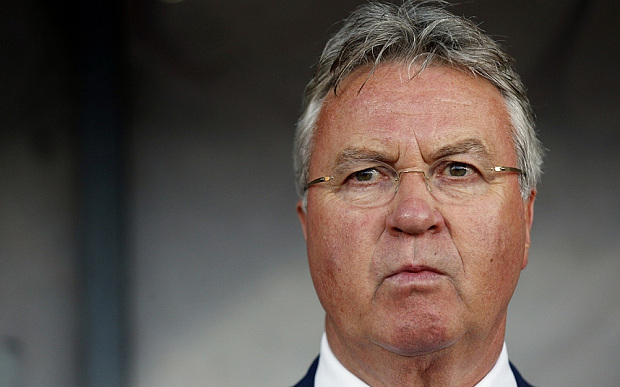 Hiddink Sayangkan Hobi Seri Chelsea