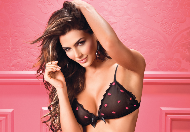 Foto Hot Natalia Velez, Top 10 Football WAGs Versi The Sun Tahun 2012