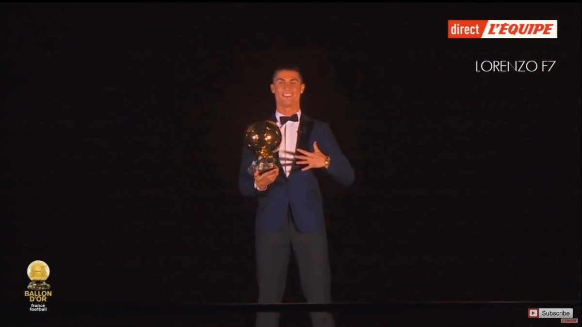 Video : Momen Indah Ronaldo Terima Ballon D'Or Di Menara Eiffel